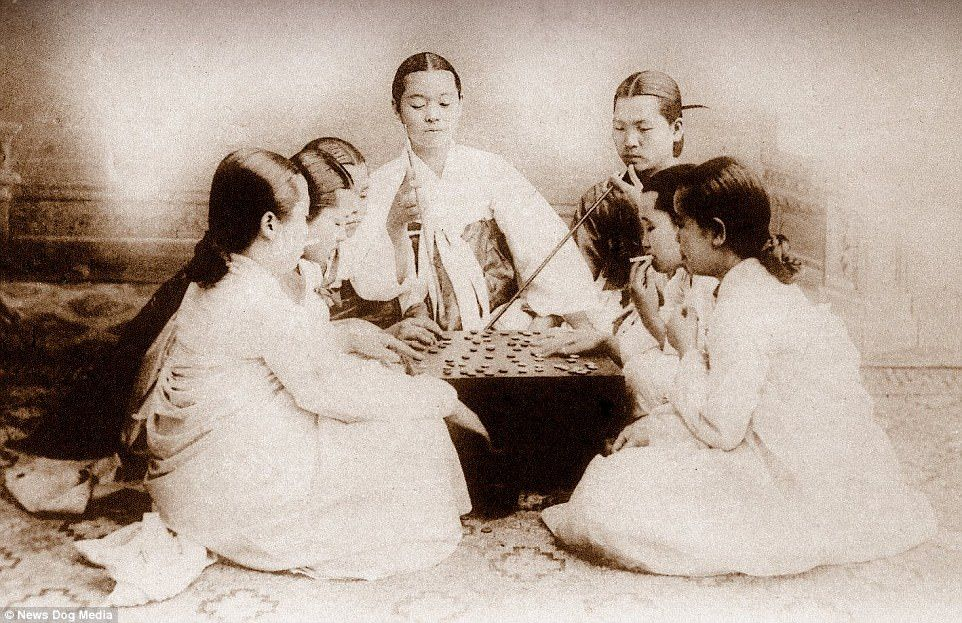 fumando-en-corea-1900