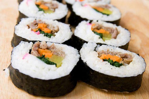 kimpab comida callejera coreana